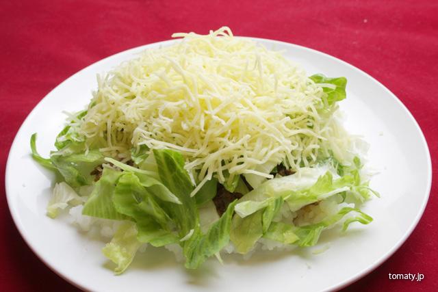 レタスの上にチーズ