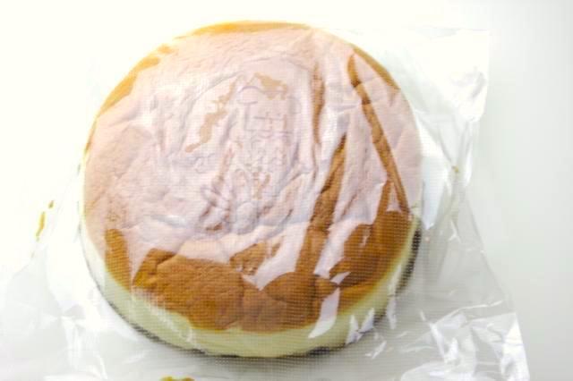 ビニールに入ったりくろーおじさんのチーズケーキ