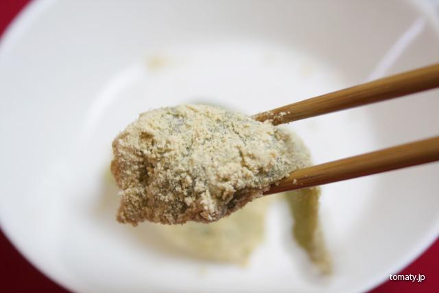きな粉がたくさんついた草わらび餅