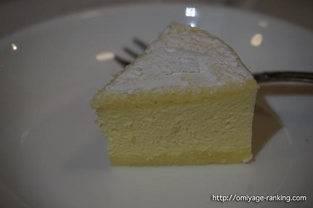 カマンベールチーズケーキ_一切れ