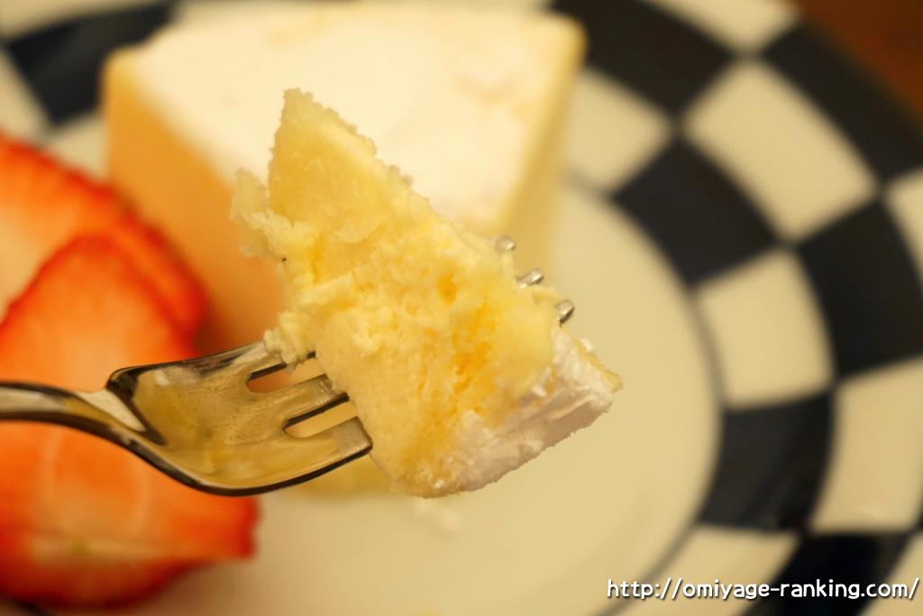 北海道のお土産__フランス菓子パリ16e_カマンベールチーズケーキ_いただきます