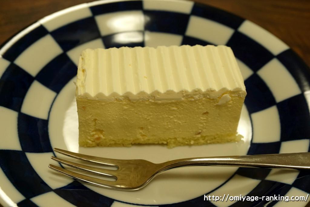 北海道お土産_フランス菓子パリ16e_ガトーフロマージュ_お皿