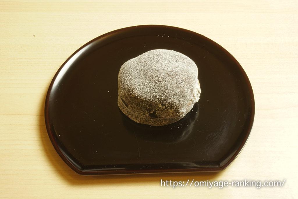 京都のお土産_笹屋伊織のつるし柿 お皿に出した様子